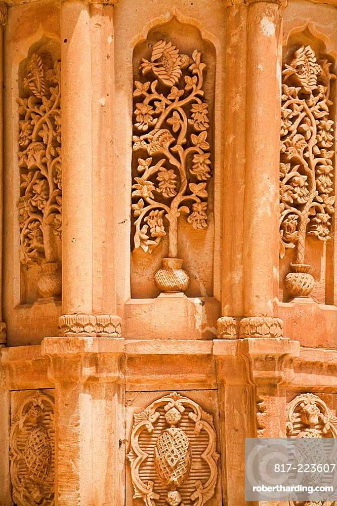 TURKEY, Anatolia, Dogubayazit, Ishak Pasa Palace, Second courtyard, Tomb richly decorated with seljuk carvings and Persian relief styles