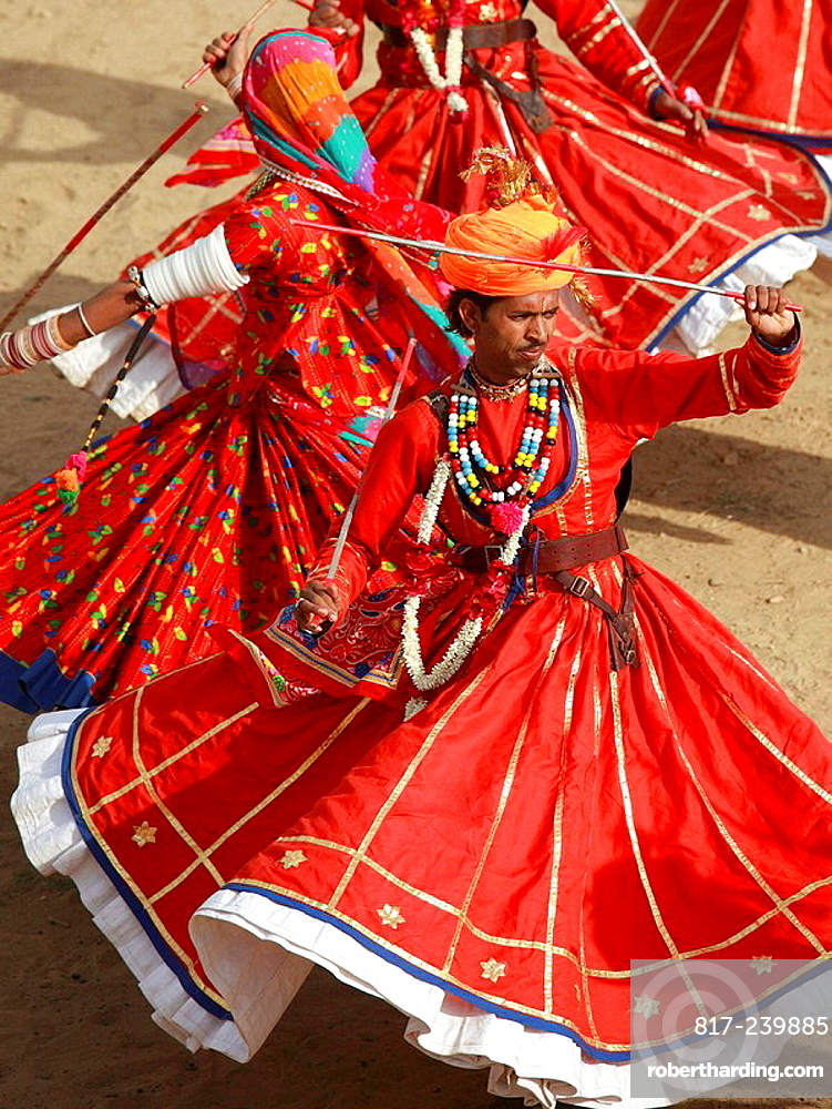 India, Rajasthan, Jaisalmer, Desert Festival, dancers