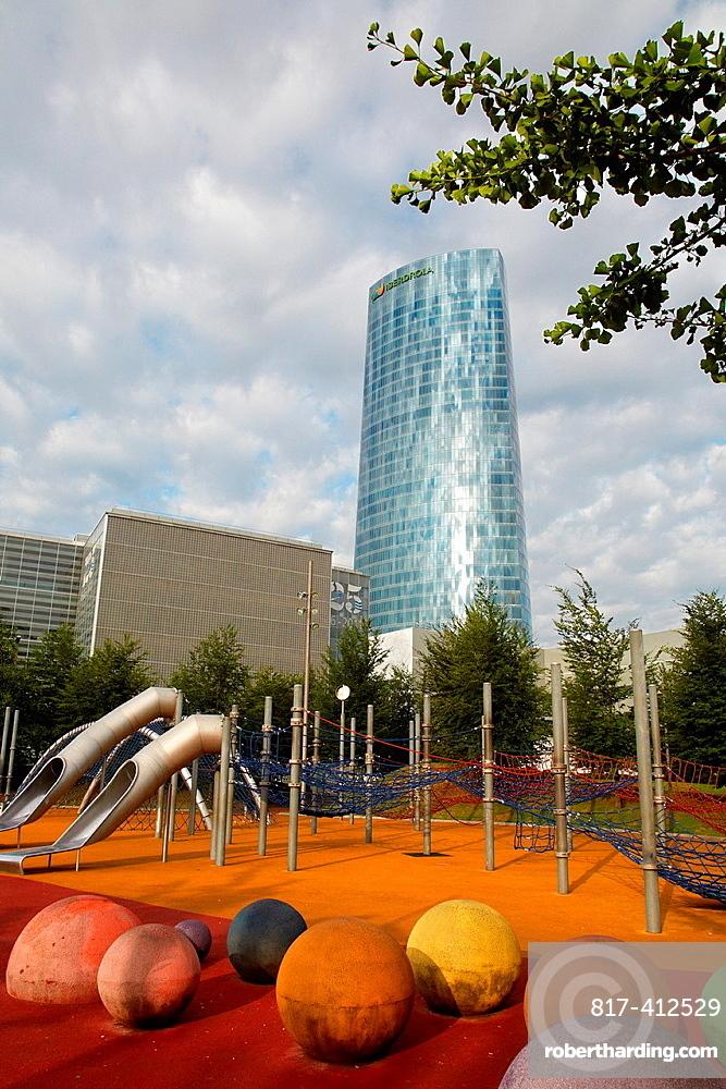 Park, Abandoibarra Avenue, Iberdrola tower, Bilbo-Bilbao, Biscay, Basque Country, Spain.