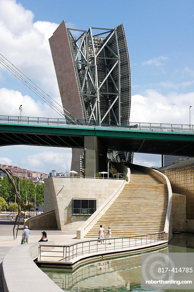 Guggenheim Museum, Contemporary Art, center of Bilbao, Biscaye, Spain.