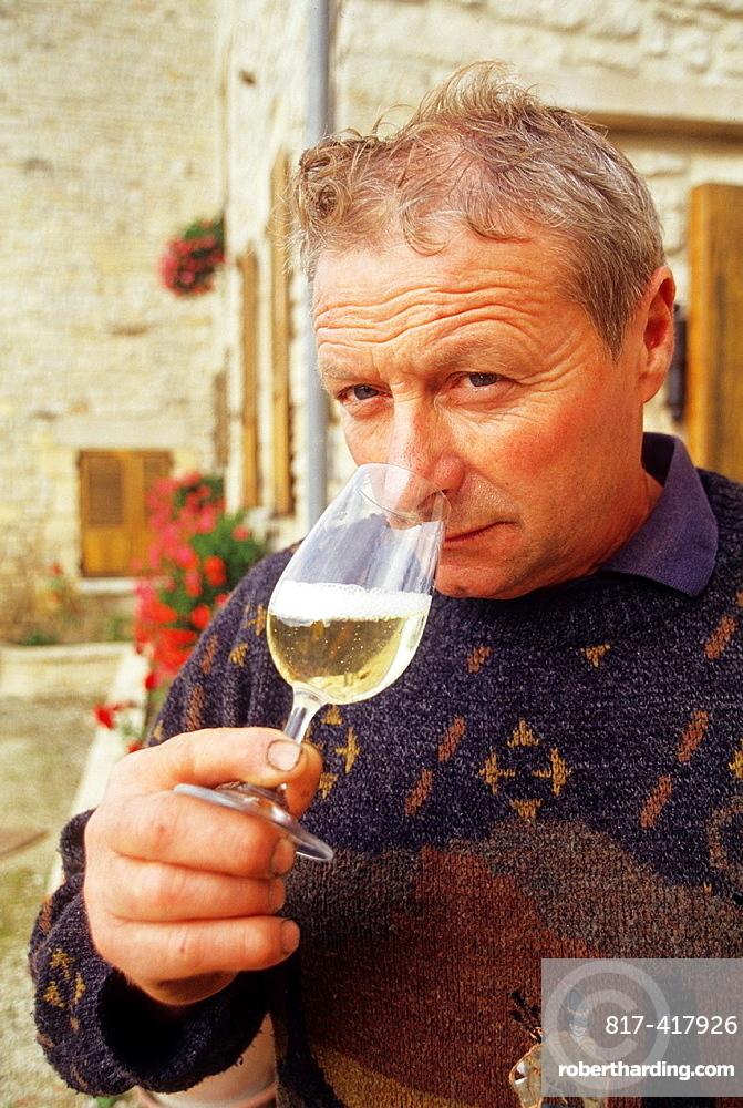 Noel Leblond-Lenoir, wine grower at Buxeuil in Cote des Bars vineyards, Aube department, Champagne-Ardenne region, France, Europe