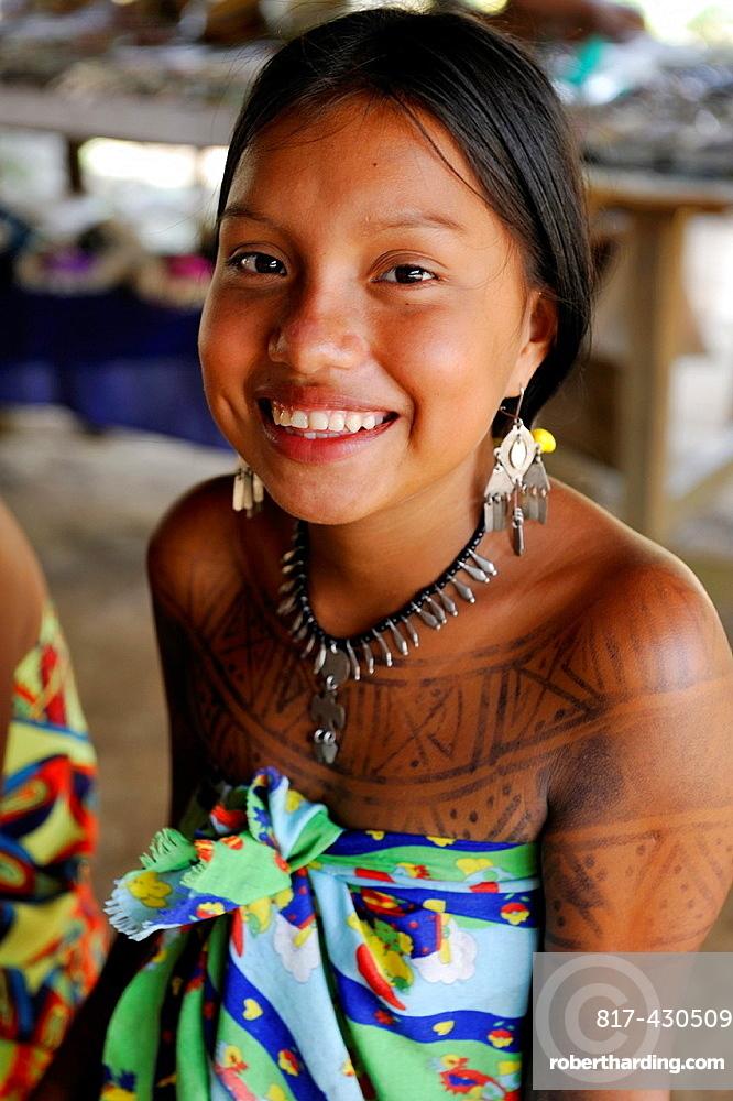 Esilda, young teenager of Embera native community living