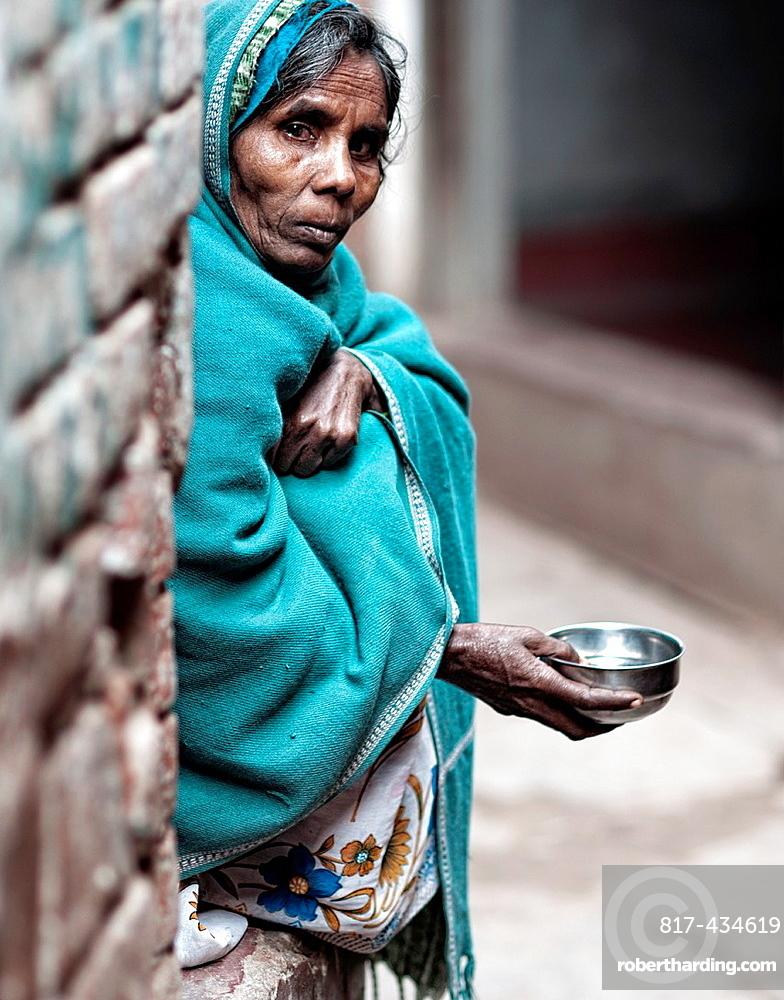 Woman begging in the streets of the old town Benares, Varanasi, Uttar Pradesh, India