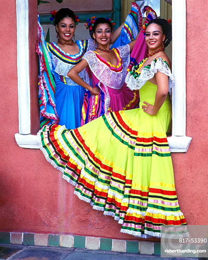 Color:dancers, Merida, Yucatan, Mexico.