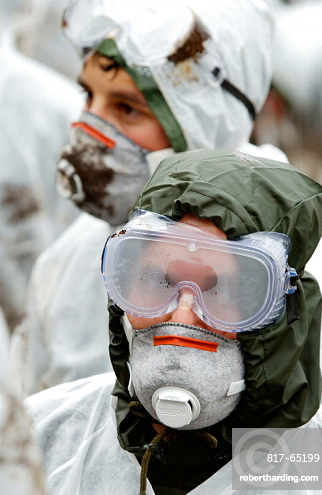 Volunteers dressed with protective clothing to gather the fuel spill ('chapapote') of Prestige tanker, Dec, 2002, Galicia, Spain