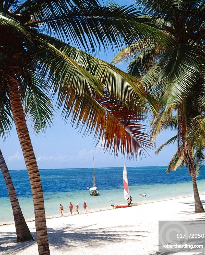Kenya, Mombasa North Coast, Shanzu Beach.