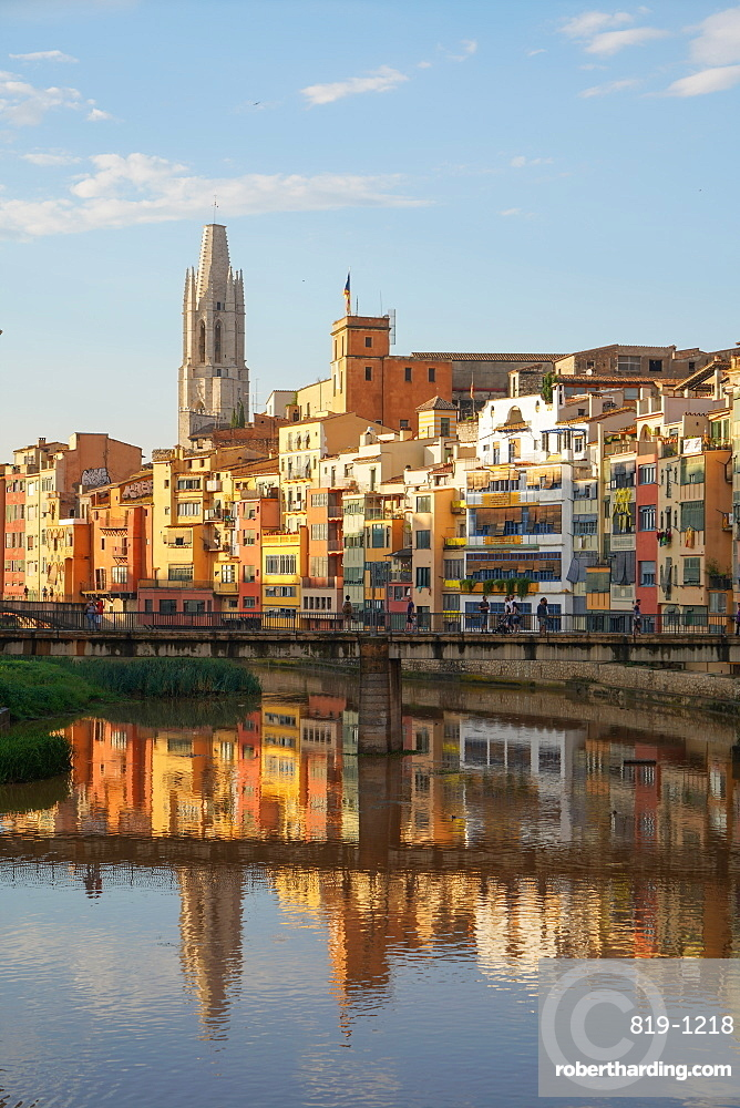 Houses on the River Onyar and St. Felix Church, Girona, Catalonia, Spain, Europe