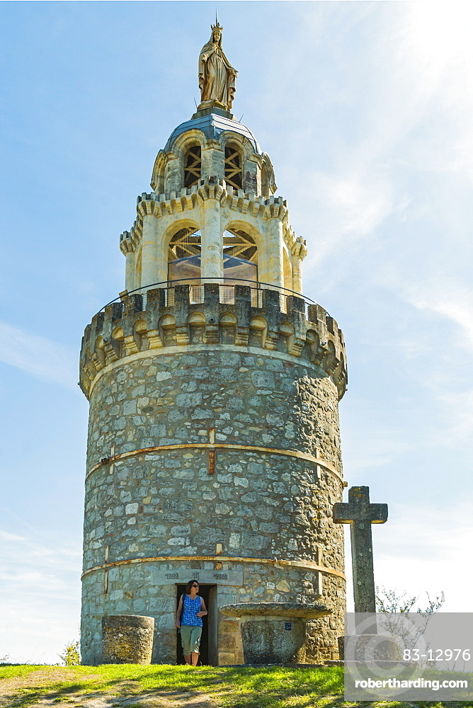 La Vierge de Monbahus (Tower of The Virgin) dating from the late 19 century, a prominent landmark and viewpoint, Monbahus, Cancon, Lot-et-Garonne, France, Europe