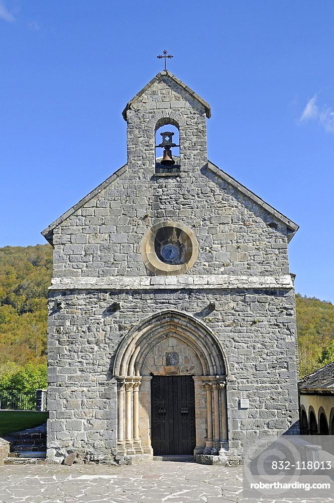 Church Real Colegiata de Roncesvalles, pilgrimage station, Camino de Santiago or the Way of St James, Roncesvalles, Orreaga, Pyrenees, Navarre, Spain, Europe