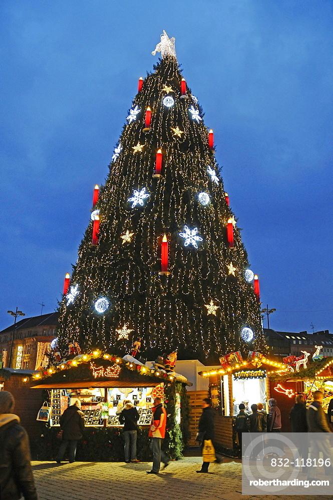 Christmas tree, market stands, Christmas market, Dortmund, Ruhr area, North Rhine-Westphalia, Germany, Europe