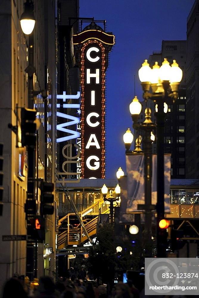 Night scene, Chicago Theater, River Loop, Chicago, Illinois, United States of America, USA, North America