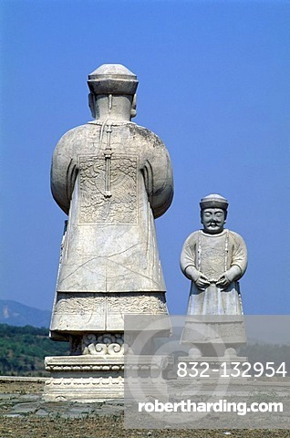 Statues of Mandarins, bureaucrats in imperial China, along the Spirit Way, Tomb of Xiao Ling, eastern Qing Tombs, UNESCO World Cultural Heritage Site, China, Asia