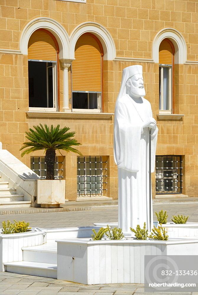 New statue, white marble, Archbishop and President Makarios III, Archbishop's Palace, Nicosia, Lefkosia, Southern Cyprus, Republic of Cyprus, Mediterranean Sea, Europe