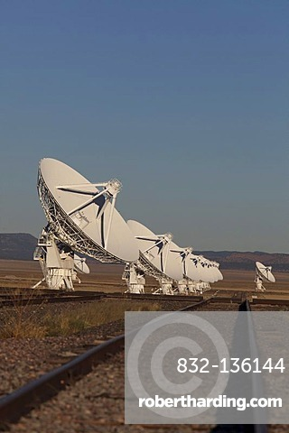 The Very Large Array radio telescope consists of 27 large dish antennas, the facility is part of the National Radio Astronomy Observatory, the tracks enable astronomers to move the antennas to different locations, on the Plains of San Agustin in Datil, we