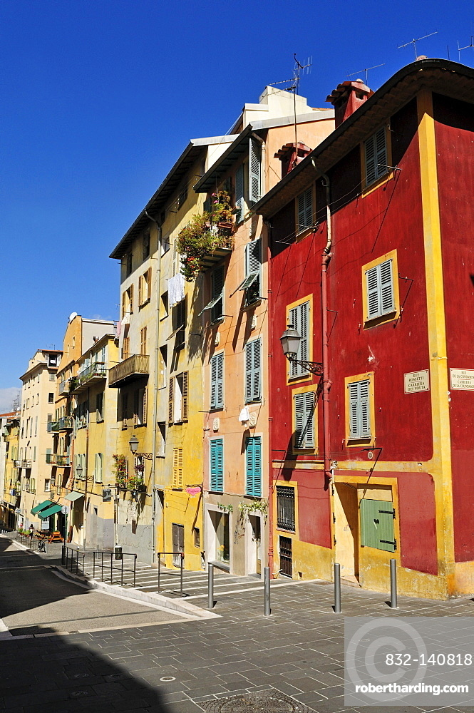 Colorful houses in the old town of Nice, Department Alpes-Maritimes, Region Provence-Alpes-Cote d'Azur, France, Europe