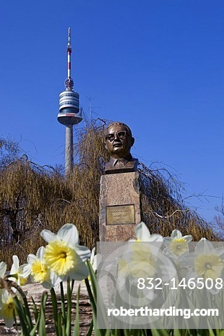 Bust of Salvatore Allende, president of Chile from 1970 to 1973, Donauturm, Danube Tower at the back, Vienna, Austria, Europe