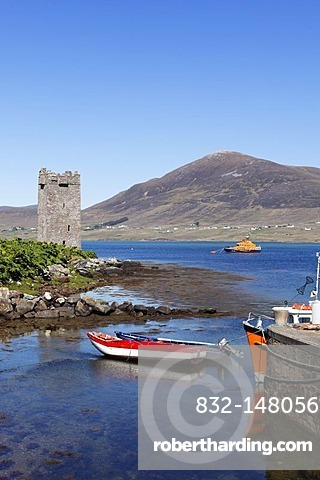 Carrickahowley Castle, Granuaile's Tower, harbour of Cloghmore, Achill Island, Corraun Hill at the back, County Mayo, Connacht province, Republic of Ireland, Europe