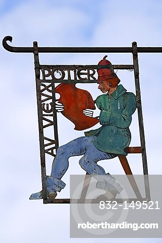 Hanging sign for a potter, Place Jean-Ittel, Kaysersberg, Alsace, France, Europe