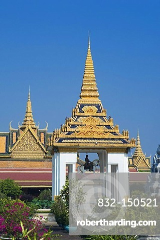 Equestrian statue of King Norodom, Royal Palace, Phnom Penh, Cambodia, Indochina, Southeast Asia, Asia