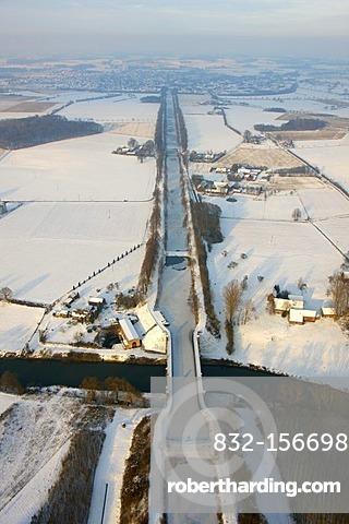 Aerial view, snow, Lippe river, Alte Fahrt, former Dortmund-Ems-Canal, Lehmhegge, Olfen, Ruhrgebiet area, North Rhine-Westphalia, Germany, Europe