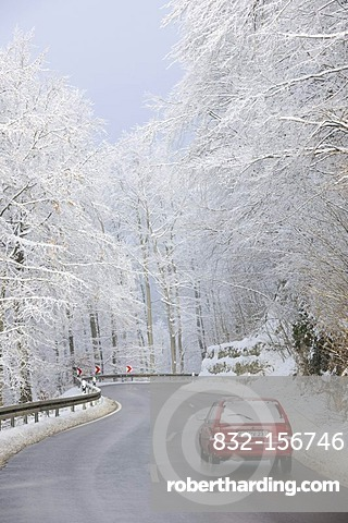 Road traffic in winter, Swabian Alb, Baden-Wuerttemberg, Germany, Europe
