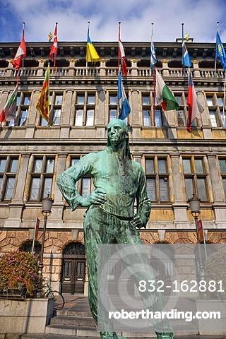 Dokwerker labourer, statue by Constantin Meunier, in front of the city hall, Antwerp, Flanders, Belgium, Europe