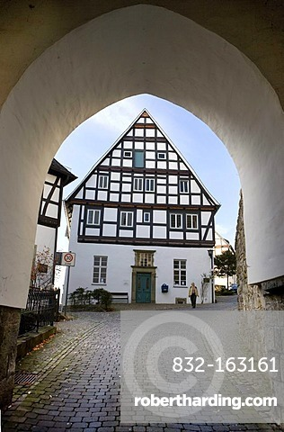 Schlossstrasse street, Alter Markt square, view through the Georgsturm bell tower, Arnsberg, North Rhine-Westphalia, Germany, Europe