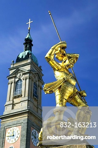 Market with Georgsbrunnen fountain, St. George in front of the Georgenkirche church in Eisenach, Thuringia, Germany, Europe