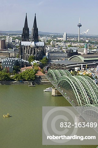 View from the Triangle high-rise building of the cathedral, Ludwig Museum, Hohenzollern Bridge and the Cologne central station, Cologne, North Rhine-Westphalia, Germany, Europe