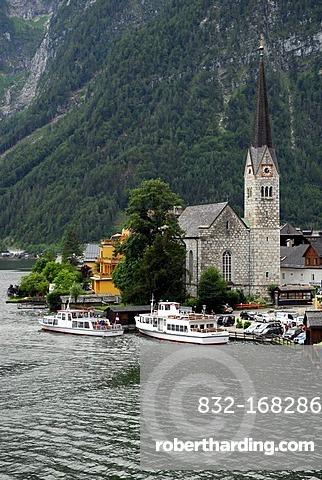 Boats at the jetty, Hallstatt at the Hallstaetter See, Lake Hallstatt, UNESCO World Heritage Site, Salzkammergut, Alps, Upper Austria, Europe