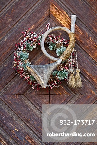 Hunting horn made of wood, door decoration, wreath, Christmas decorations, Tuebingen-Bebenhausen, Baden-Wuerttemberg, Germany, Europe