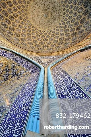 Highlight of Persian architecture, interior of Sheik Lotfollah, Lotf Allah Mosque, UNESCO World Heritage Site, Isfahan, Esfahan, Iran, Persia, Asia