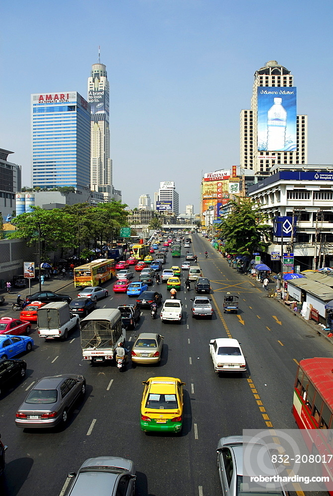 Cars and other city traffic, building with advertising in the Ratchadamri Road, Pathumwan, Pathum Wan district, Bangkok, Krung Thep, Thailand, Asia