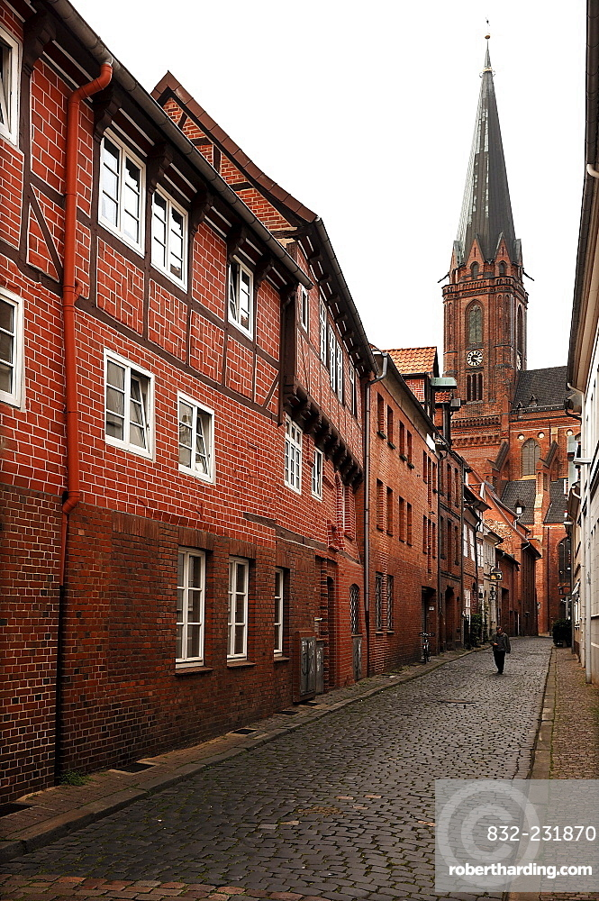 Alley with historic buildings, St. John's Church in the back, brick Gothic, Lueneburg, Lower Saxony, Germany, Europe