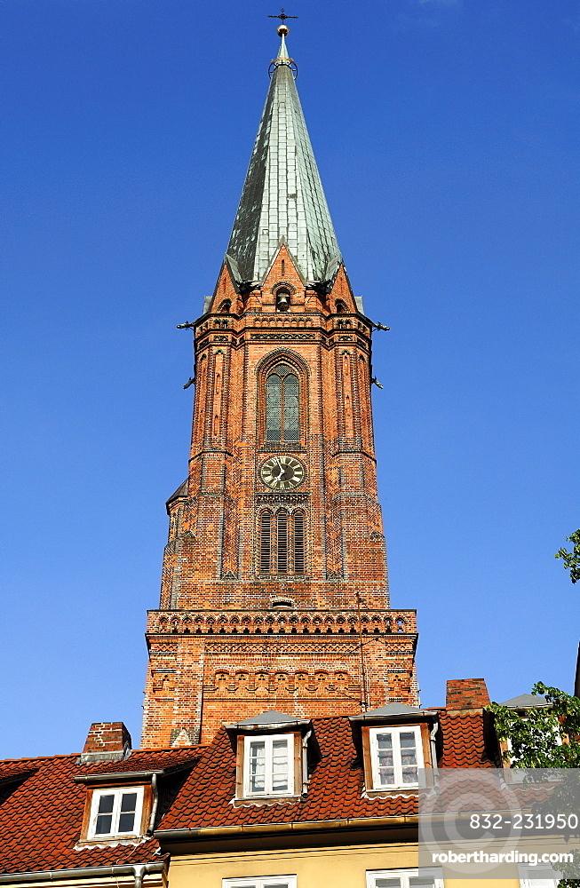 Tower of St. Nicholas Church, redbrick Gothic, Neo-Gothic 1895, Lueneburg, Lower Saxony, Germany, Europe
