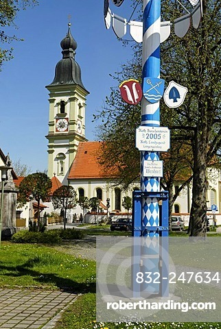 Maypole in front of St. Martin's Church, Langengeisling, district of Erding, Upper Bavaria, Germany, Europe