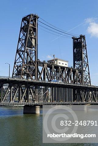 Historic steel bridge over the Willamette River, Portland, Oregon, USA
