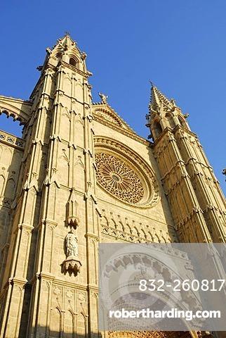 Predominantly Gothic west facade of the La Seu Cathedral, historic city centre, Ciutat Antiga, Palma de Mallorca, Mallorca, Balearic Islands, Spain, Europe