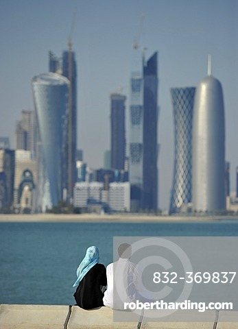 Couple on corniche, promenade, skyline of Doha, Qatar, Persian Gulf, Middle East, Asia
