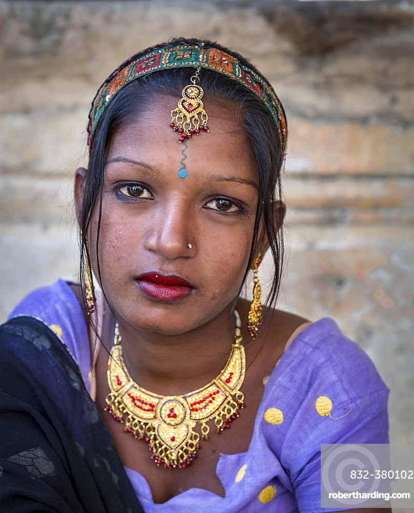 Young woman, portrait, Pushkar, Rajasthan, India, Asia