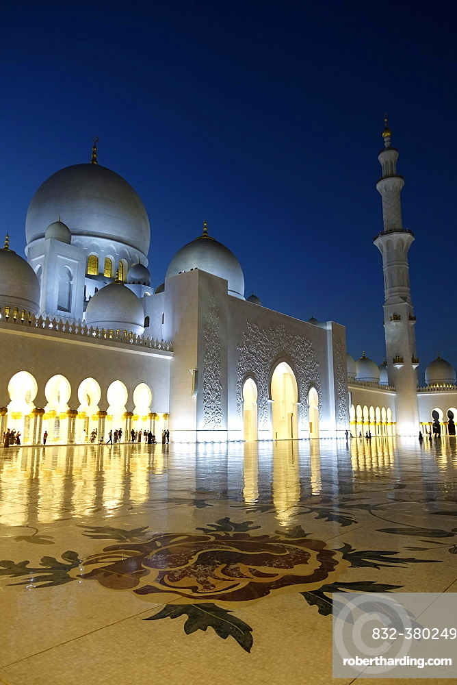Sheikh Zayid Mosque at Night, Abu Dhabi, United Arab Emirates, Asia