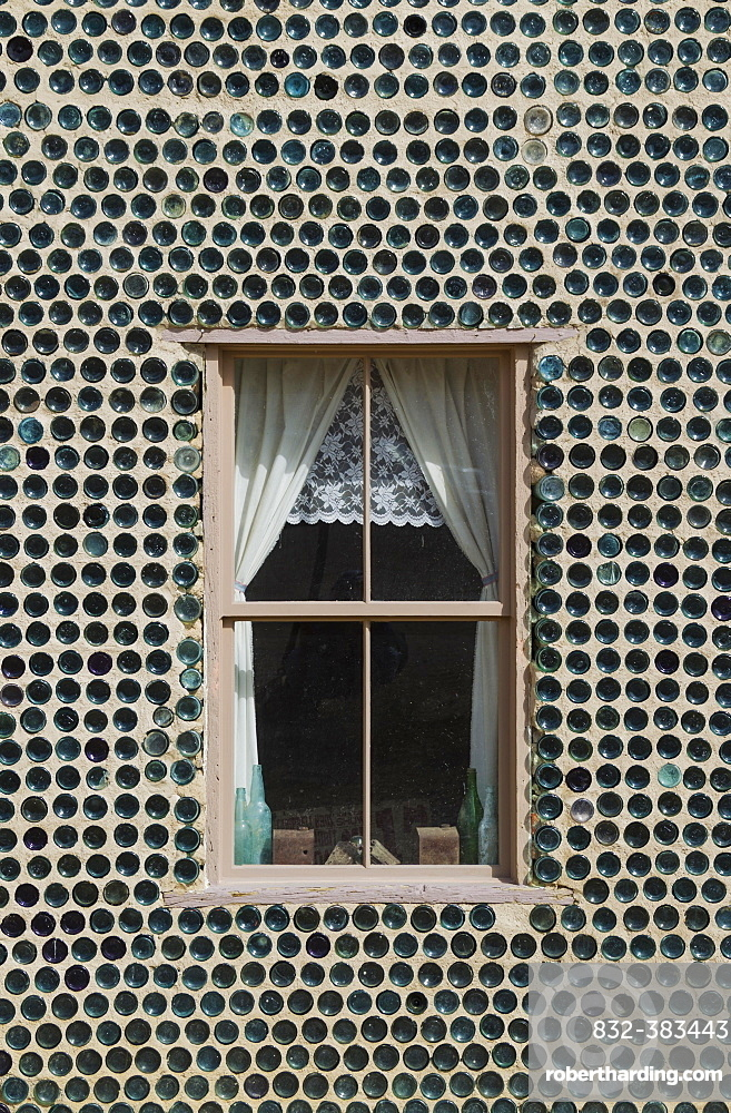 """The famous """"""""Bottle House"""""""", built from more than 30.000 bottles, ghost town of Rhyolite, Nevada, USA, North America"""