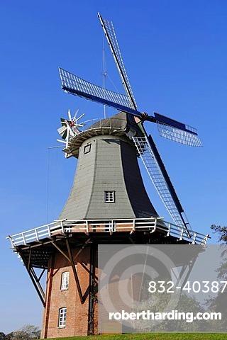 Windmill, Dutch gallery type, one of the twin mills of Greetsiel, East Frisia, Lower Saxony, Germany, Europe