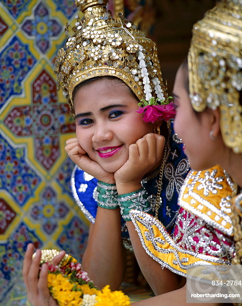 Girls dressed in traditional dancing costume, Bangkok, Thailand, Southeast Asia, Asia