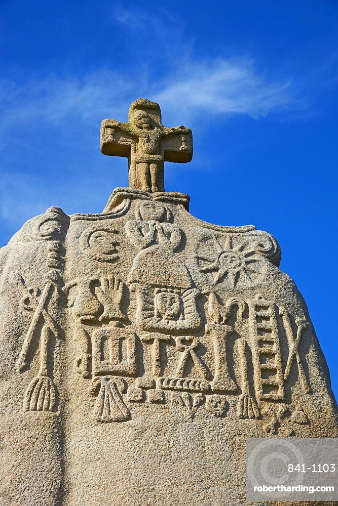 Saint Uzec standing stone, Menhir, Pleumeur Bodou, Cotes d'Armor, Brittany, France, Europe