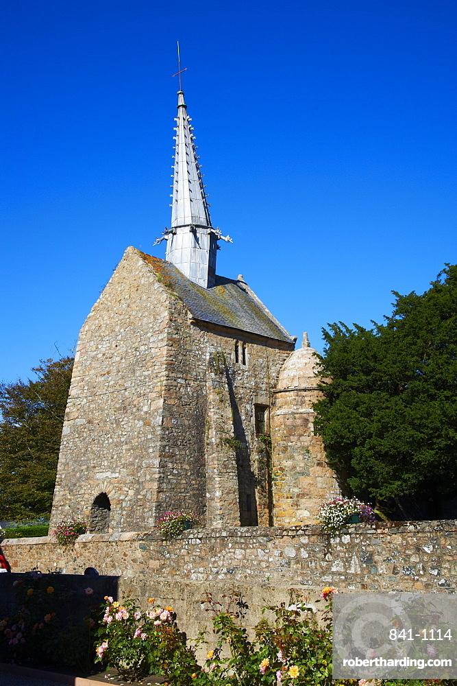 Chapel Saint-Gonery, Plougrescant, Cote de Granit Rose, Cotes d'Armor, Brittany, France, Europe