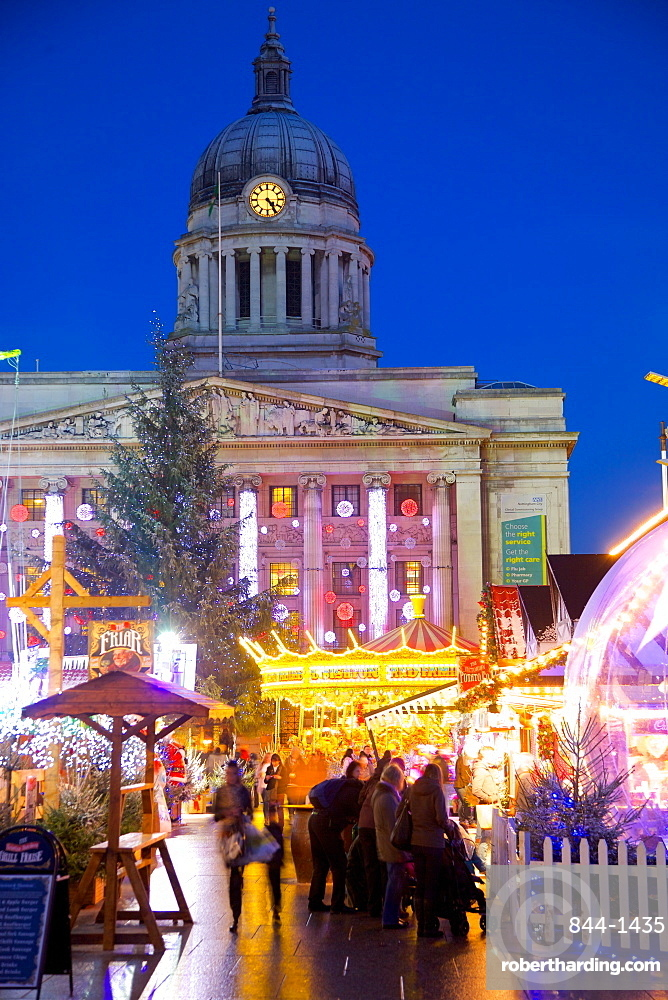Council House and Christmas Market stalls in the Market Square, Nottingham, Nottinghamshire, England, United Kingdom, Europe