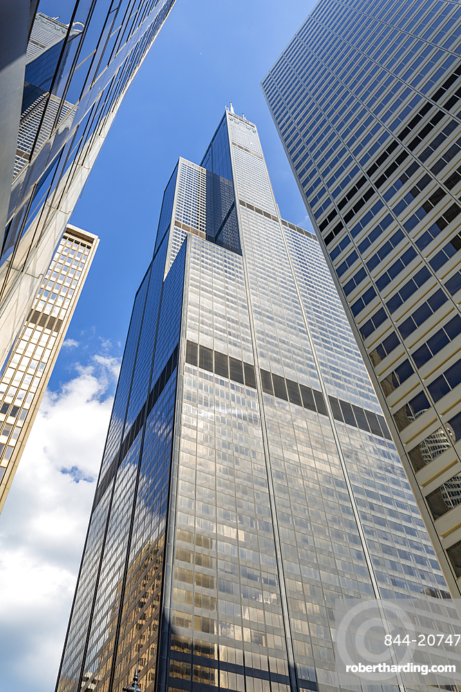View of Willis Tower from street below, Chicago, Illinois, United States of America, North America