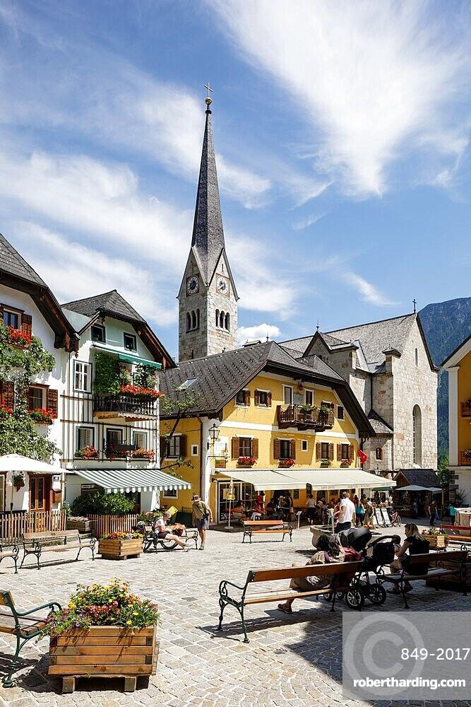 The small town of Hallstatt, on the shores of Hallstatter See, UNESCO World Heritage Site, Salzkammergut, Austria, Europe