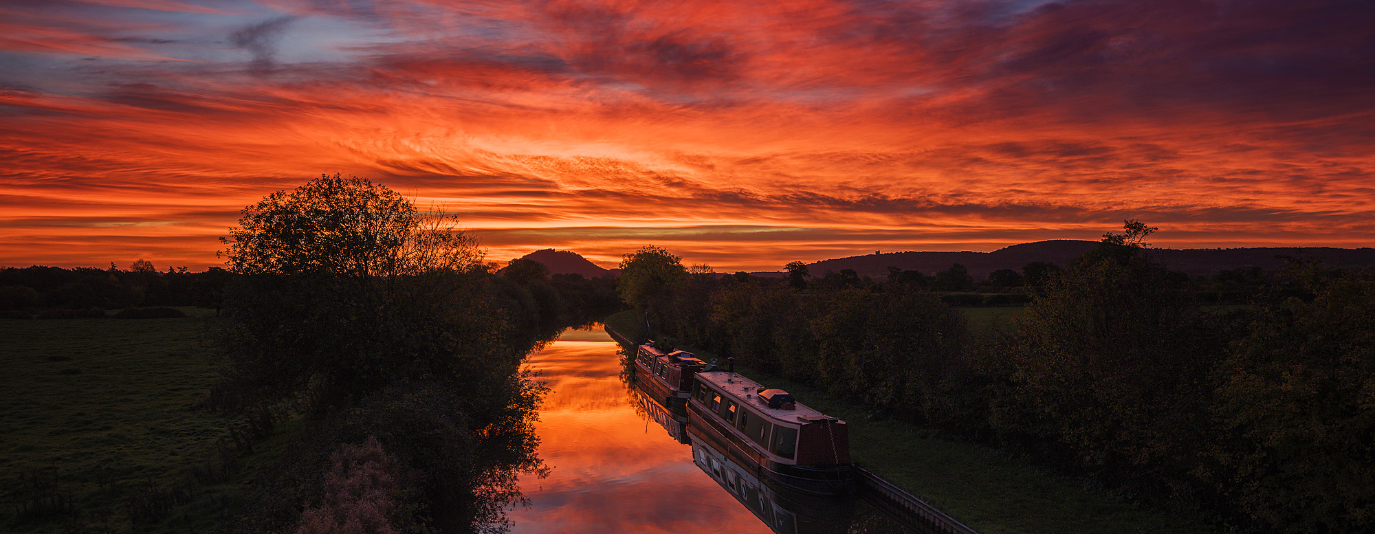 1219-114 ( Garry Ridsdale ) - Barges lay still on the Shropshire Union canal as the dawn light sweeps across the sky above Beeston Castle, Cheshire, England, United Kingdom, Europe